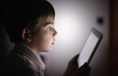copil-tableta