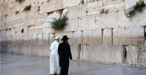 papa-la-zidul-plangerii-din-ierusalim-2014-640x330