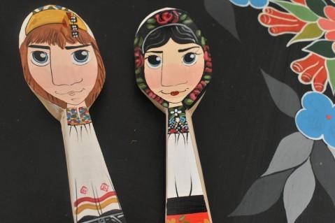 Linguri pictate manual - Idei de cadouri romanesti pentru straini