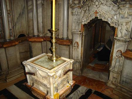 Drumul Crucii - Via Dolorosa - XIV - interiorul Sfantului Mormant