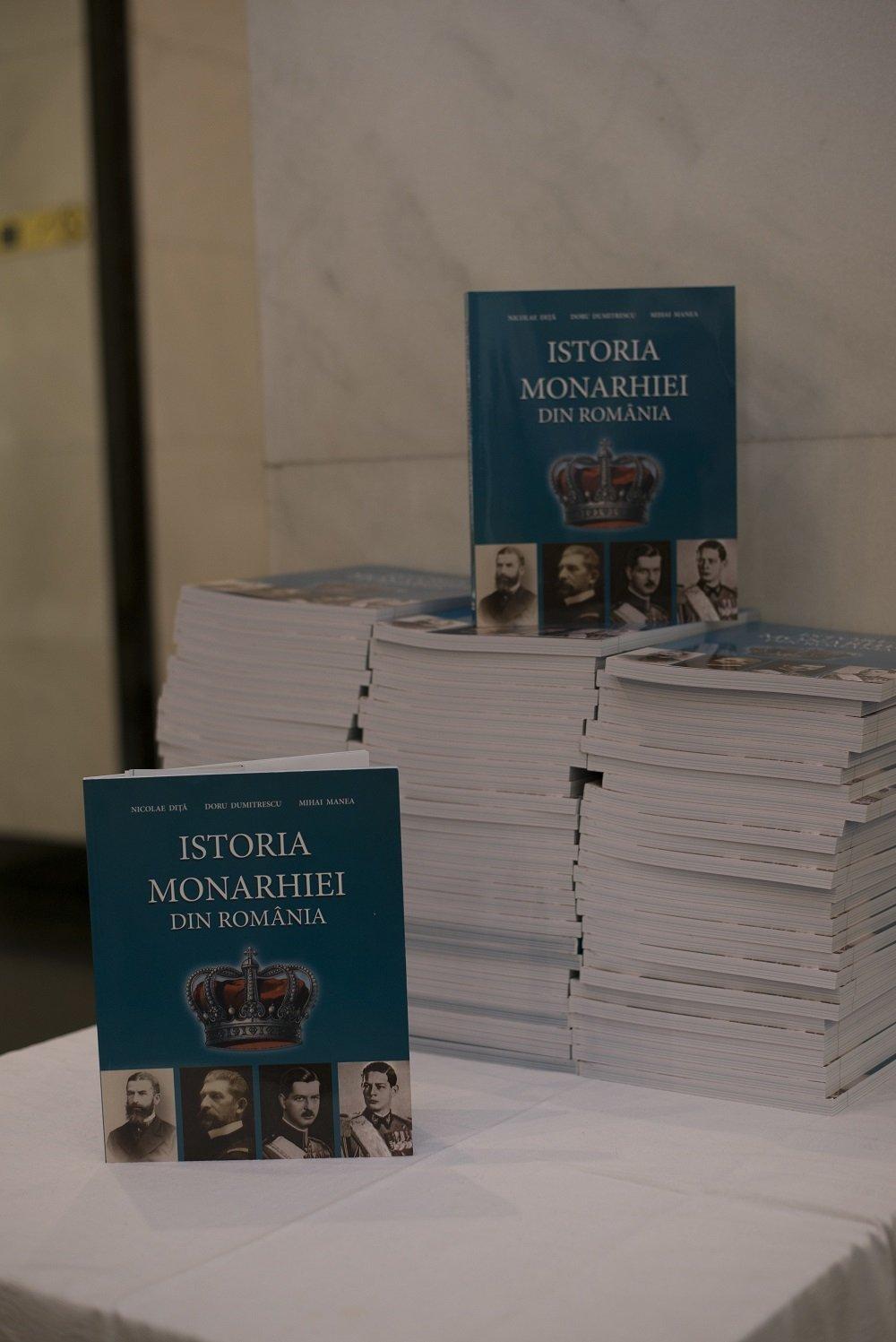 """Lansarea manualului şcolar """"Istoria Monarhiei din România"""""""